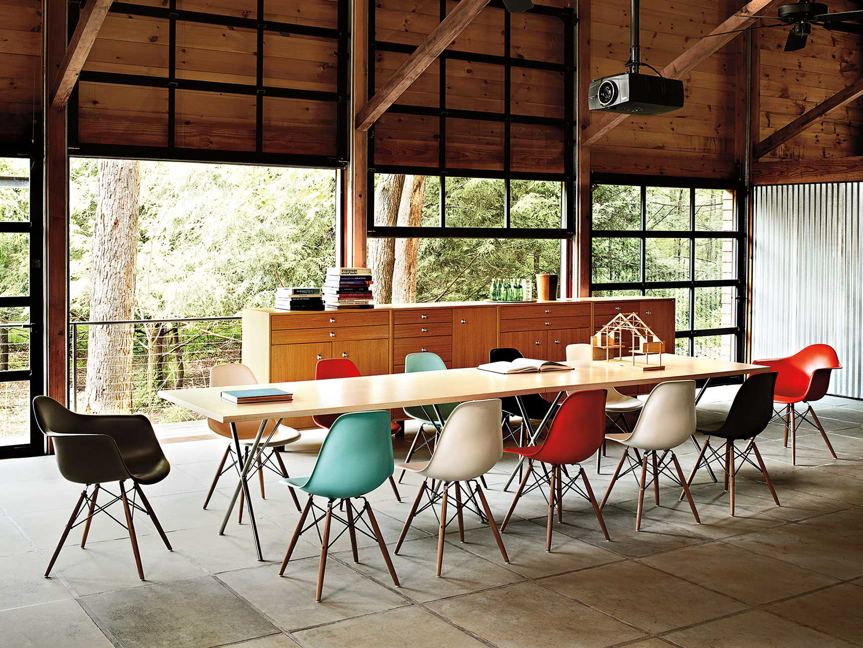 dining-meeting-04 Nelson X-leg Table, Eames Molded Plastic Chair