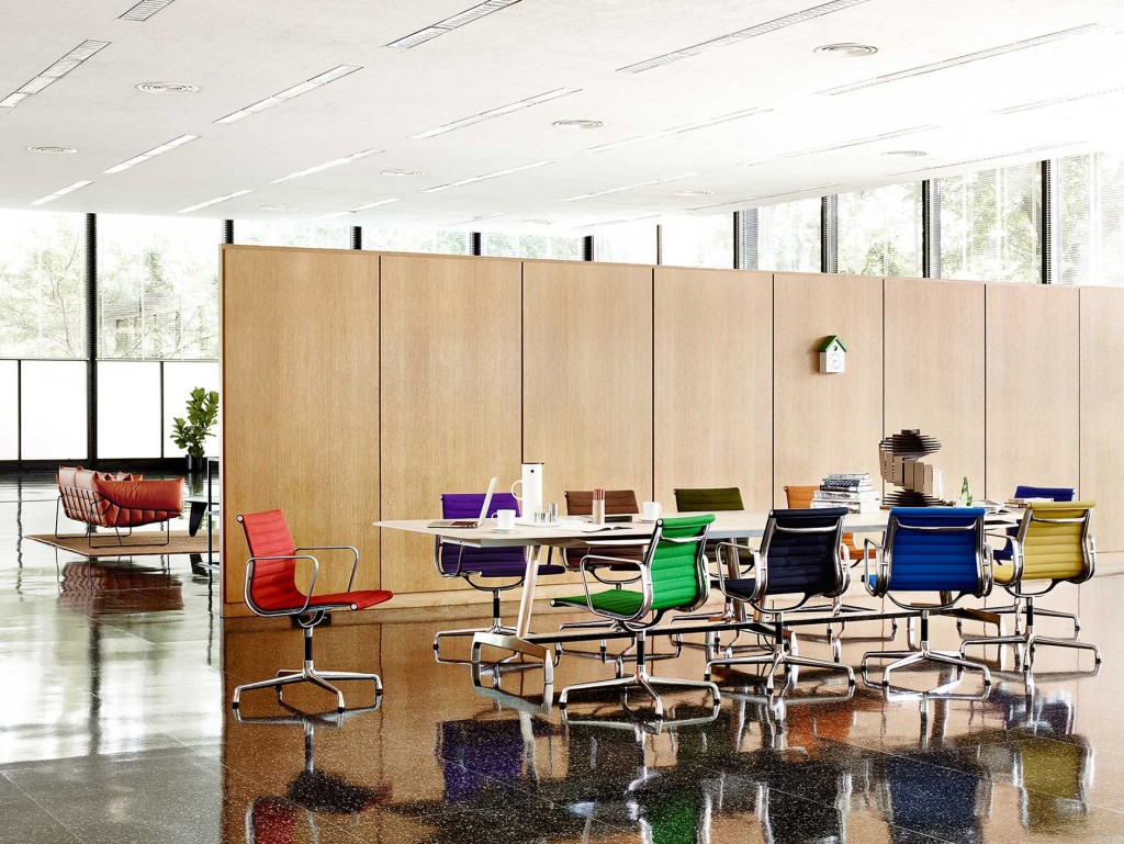 dining-meeting-08 Eames Aluminium Group Management Chair, AGL Table