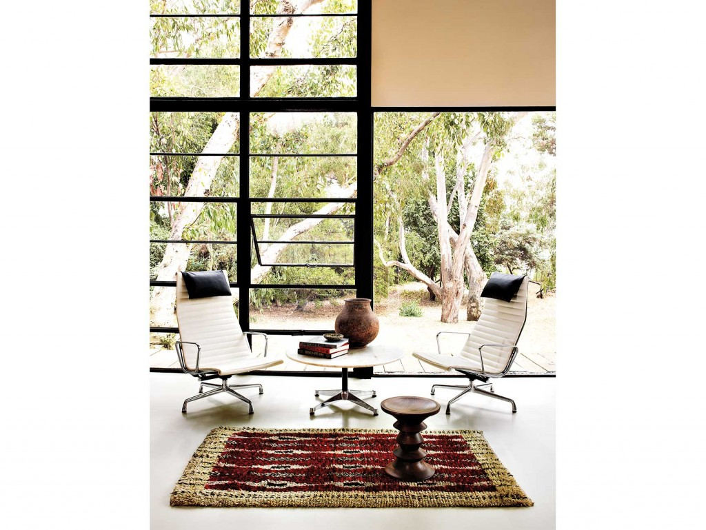 living-lounge-04 Eames Table Contract Base Round, Eames Aluminium Chair